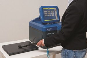 Smiths-IonScan500DT_InUse, 375x250